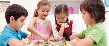 Jogos de tabuleiro unem diversão e aprendizado para as crianças