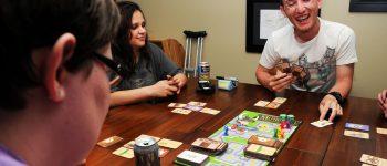 Jogos de tabuleiro voltam à moda para todas as faixas etárias